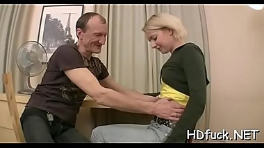 Hot sweetie enjoys hardcore ride