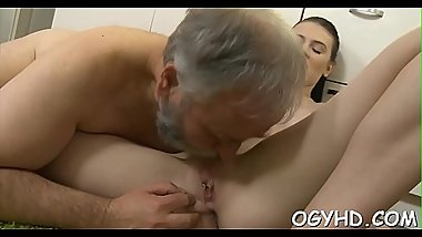 Old dude fucks young wet pussy