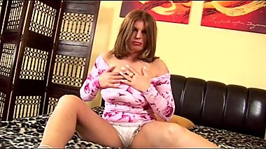 Cornelia 04 - mature with big bouncing boobs